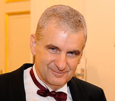 Dr. Artur Worseg